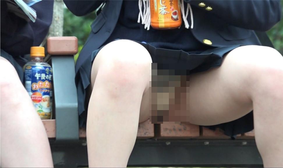 【Pcolle】JK座りパンチラ*1 レベル高いJK3人/まさかの透けパン/超望遠ドアップ撮影【シンJK】